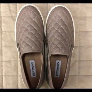 STEVE MADDEN ECENTRCQ Grey Womens Slip-on Shoes
